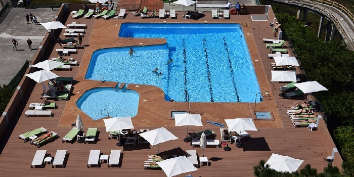 places to stay in atlantic city - roof pool