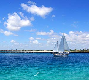 Fort Lauderdale Beach Attraction: Tropical Sailing