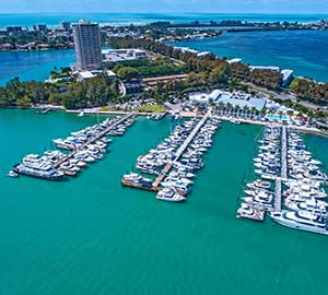 Book Hotels, Condo, Cabins and Cottages Near Sarasota Yacht Club Marina In Siesta Key, Florida